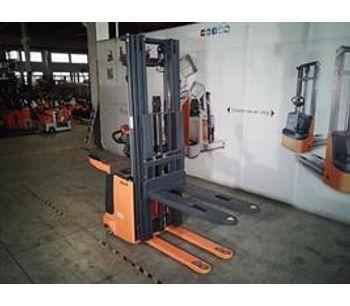 Model XE 1,000-2,000kg - Electric Lift Stacker
