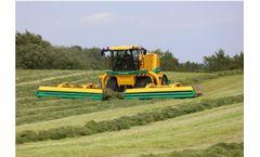PMC - Model CM4240 - Self-Propelled  Silage Harvesting