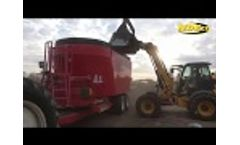 Feeding Dairy Cow with an NDEco FS1400D - Video
