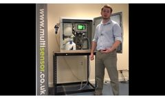 The video describes how the ammonia analyzer is used to measure levels of ammonia in a wastewater plant, using a contactless technology, based on the e-nose sensor and Henry's Law.